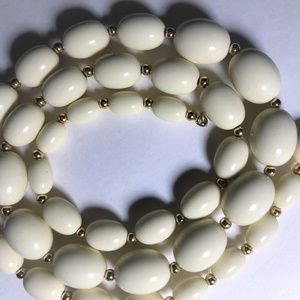 Simple Vintage Cream Acrylic Beaded Necklace